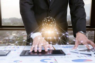 hombre-negocios-trabajando-escritorio-tecnologia_33807-688